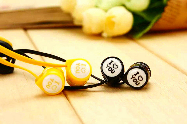 2pcs/set Romantic Sweet Cute 3.5mm in-Ear Stereo Bass Ear phone for Xiaomi Couple Earphone for Mobile Phone MP4 MP3 Player Gifts(China (Mainland))