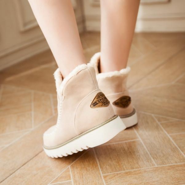 AREQW  2016 Plus Size 34-43 Fashion Women Boots Round Toe Ankle Snow Boots Slip-On Fashion Women Shoes Black Beige