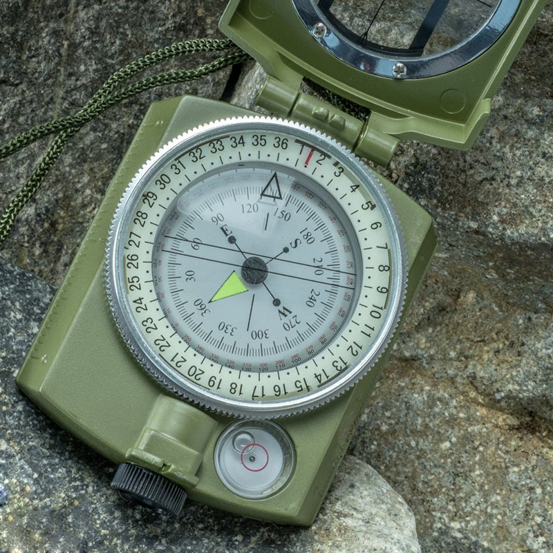 1 Pcs Waterproof Noctilucent Type Army Outdoor Camping Hiking Use Military Travel Geology Pocket Prismatic Compass With Pouch(China (Mainland))