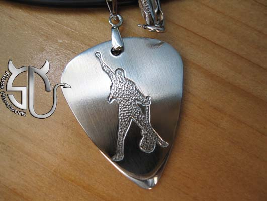 Free shipping Rock band Queen guitarist Brian may stainless steel handmade guitar pick pendant necklace(China (Mainland))