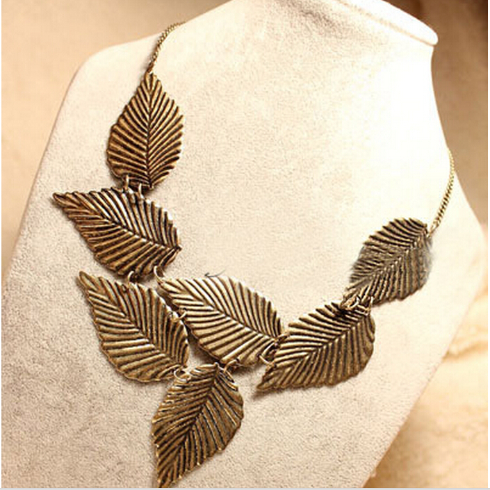 2015 New Hot !!! Europe and America fashion style Fashion Ornaments Golden leaves Exaggeration short necklaces YX-N13