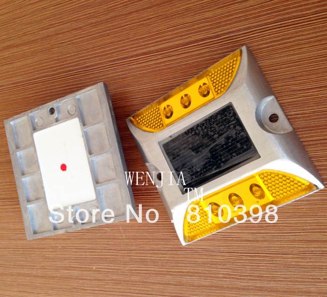 Solar road stud in yellow color solar cat eyes road marker(China (Mainland))