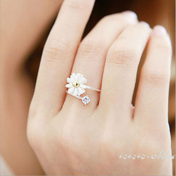 (Minimum order $ 10) European women Korea trinkets small daisy flower ring small fresh(China (Mainland))