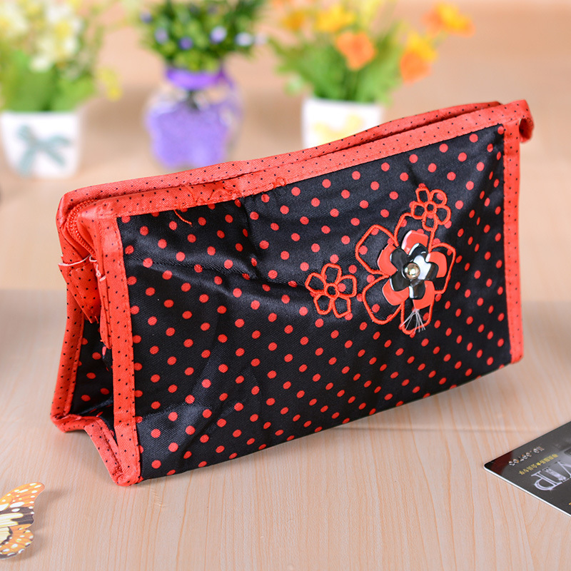EDG- D1631 dot Plum Fashion Cosmetic summer new Korean version popular Ms. Clutch essential shopping(China (Mainland))