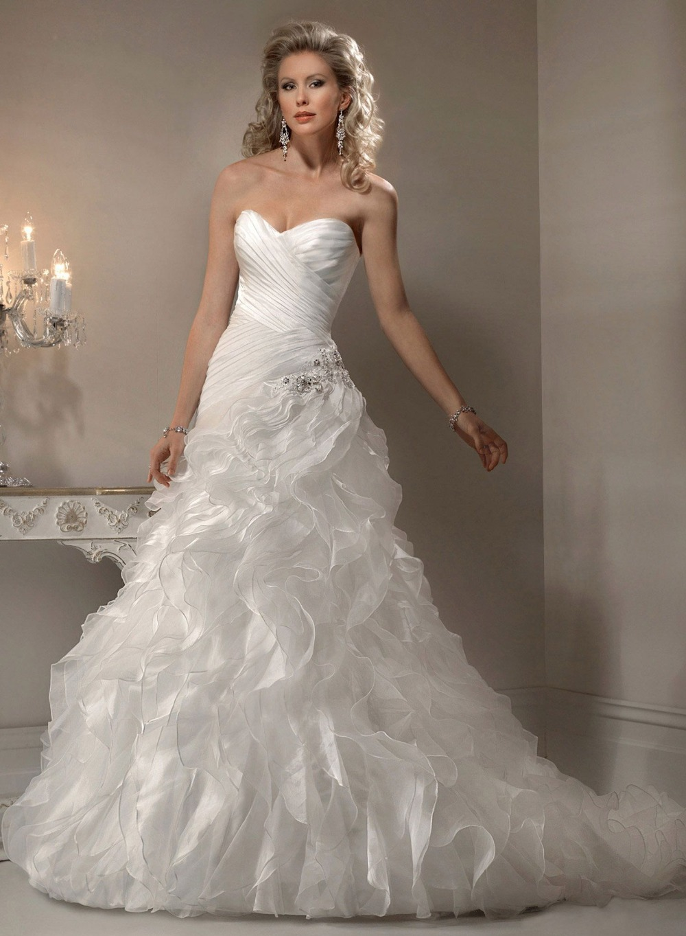Sweetheart ivory organza a line wedding dress beautiful for A pretty wedding dress