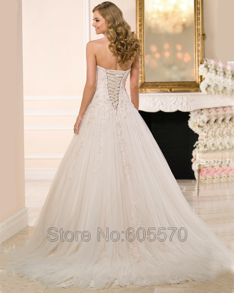Amazing Corset Ball Gown Wedding Dress | Wedding Photography