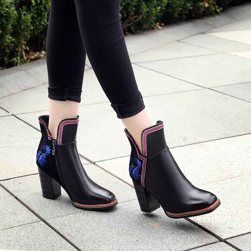 ซื้อ สตรีหนาบู๊ทส์ข้อเท้าส้นสูงElegnatผู้หญิงตารางนิ้วเท้ายี่ห้อออกแบบจีนเย็บปักถักร้อยสั้นB Ootiesฤดูใบไม้ร่วงรองเท้าผู้หญิง