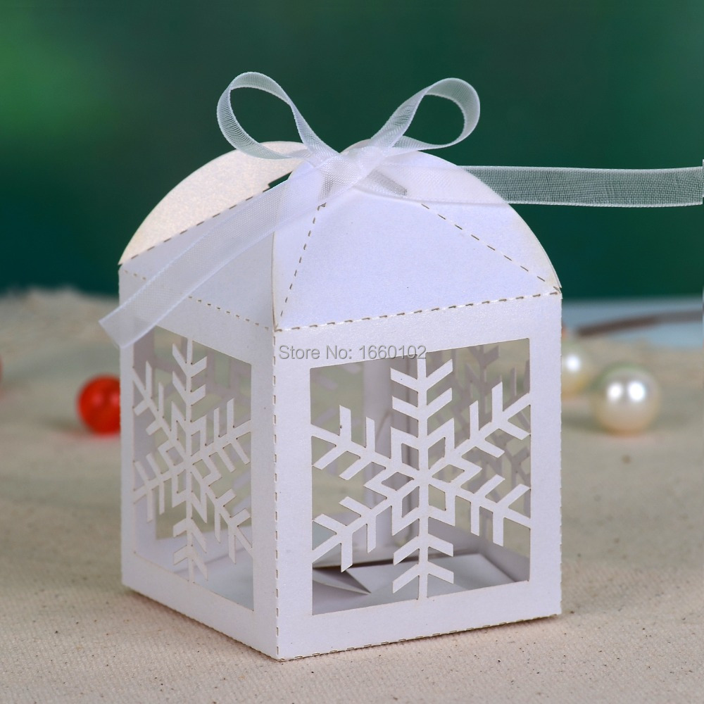 """Hollow out """"Snowflake"""" Laser cut Wedding Favor Candy Box ( Lot of 12)(China (Mainland))"""