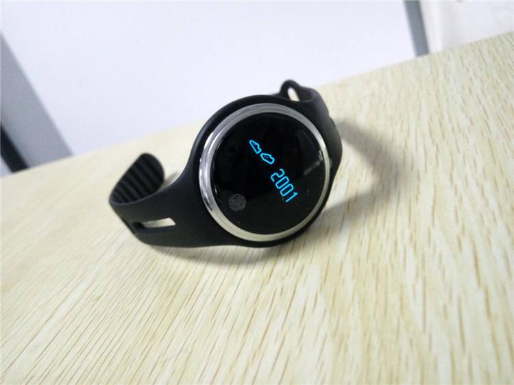 e07 wristband01