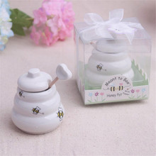 20pcs Meant to Bee Ceramic Honey Pot with Wooden Dipper Wedding Favors(China (Mainland))