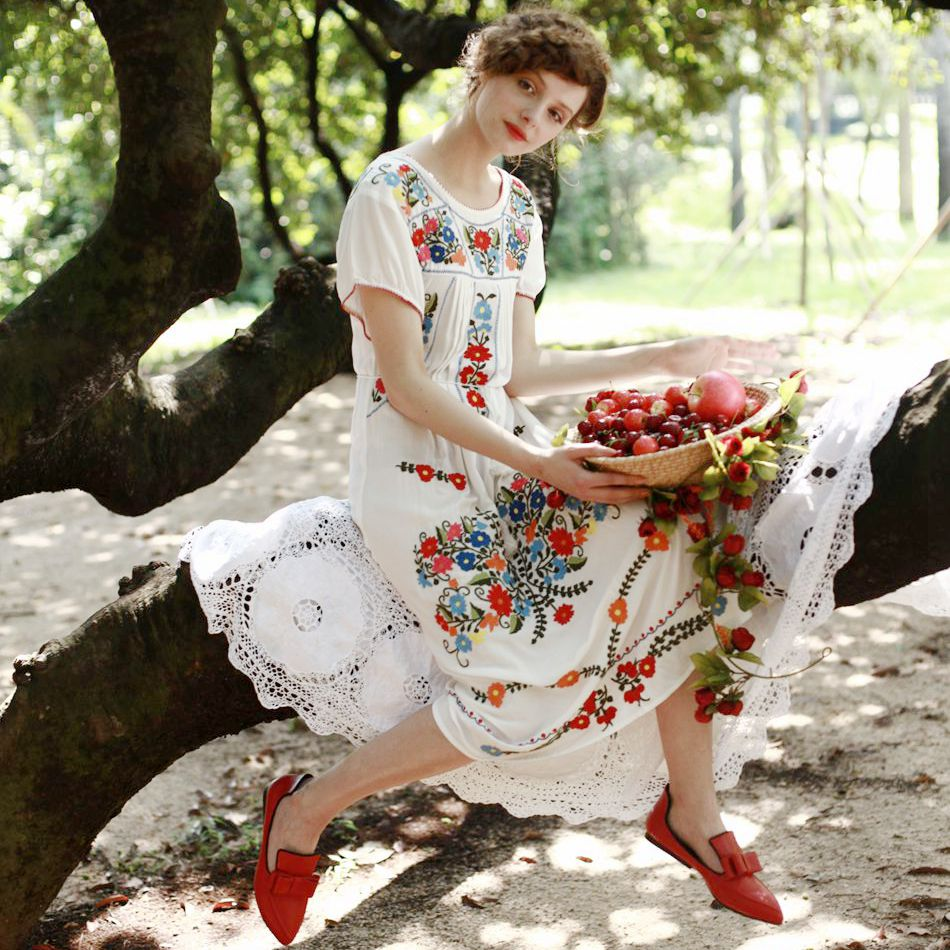 LYNETTE'S CHINOISERIE 2016 Summer Original Design Women High Quality Vintage Mexican Style Embroidered White Honey Cotton Dress(China (Mainland))