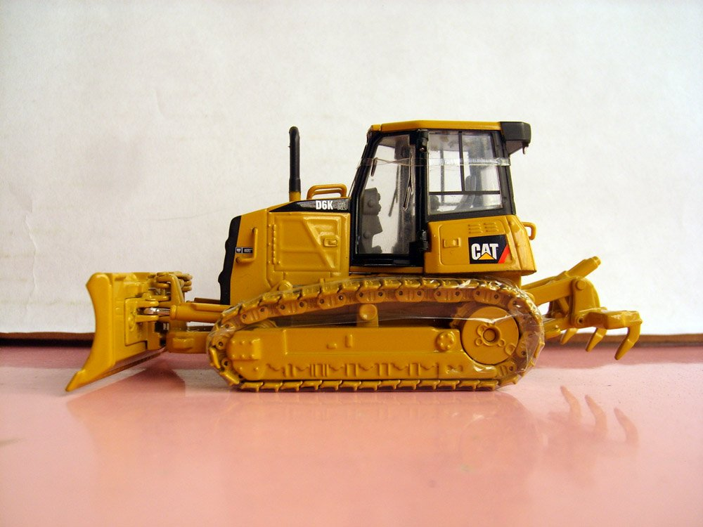 N-55192 1:50 CAT D6K Track-Type Tractor toy(China (Mainland))