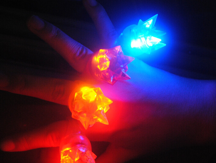 Qin Di Light-Up Toys 3*3*4cm Soft finger ring special fashion silicone led light up toy glowing finger party favors 5pcs/lot(China (Mainland))