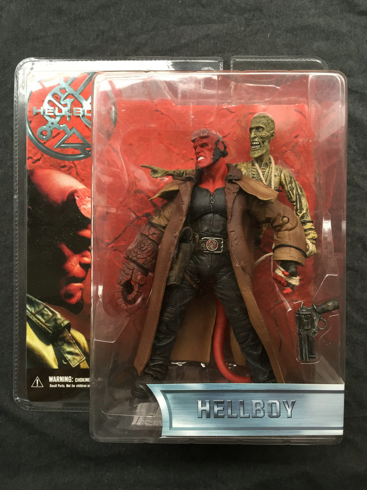 MEZCO Hellboy Movie 1.5 Hellboy with Leather coat and Ghost Collector Action Figure in stock Freeshipping(China (Mainland))