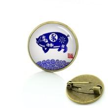 Tafree Merah Maneki Neko Keberuntungan Bros Kaca Cabochon Kucing Beruntung Pin Perhiasan Grosir Hewan Fashion untuk Pria dan Wanita c222(China)