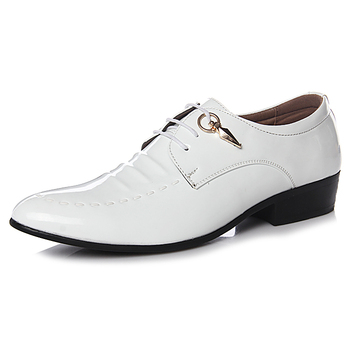 Men Fashion Wedding Shoes Men's White / Black Pointed Toe Leather Shoes Spring / Autumn Male Casual Flats Shoes For Men