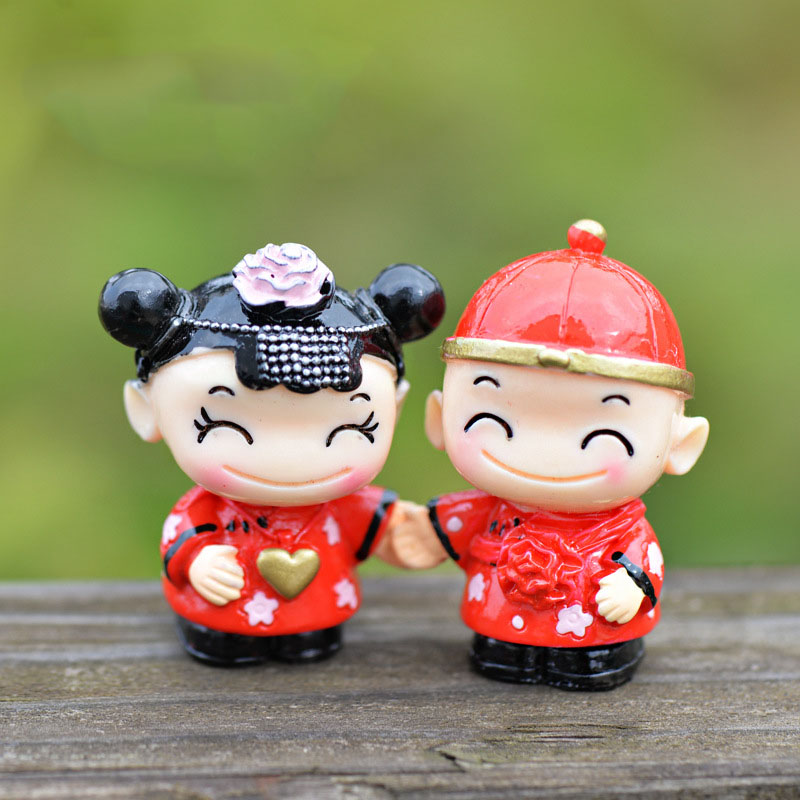 Mini Red Sweet Bride and groom Figurine Resin Character Craft Miniature Fairy Garden Decor Micro Landscape terrarium Figurines(China (Mainland))