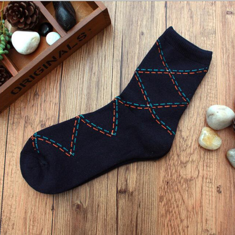 2016 Fashion Men Fall Winter Sports Baksetball Casual Rhombus Grid Cozy Socks Comfortable Soft To Wear 6 Colors For Choice(China (Mainland))
