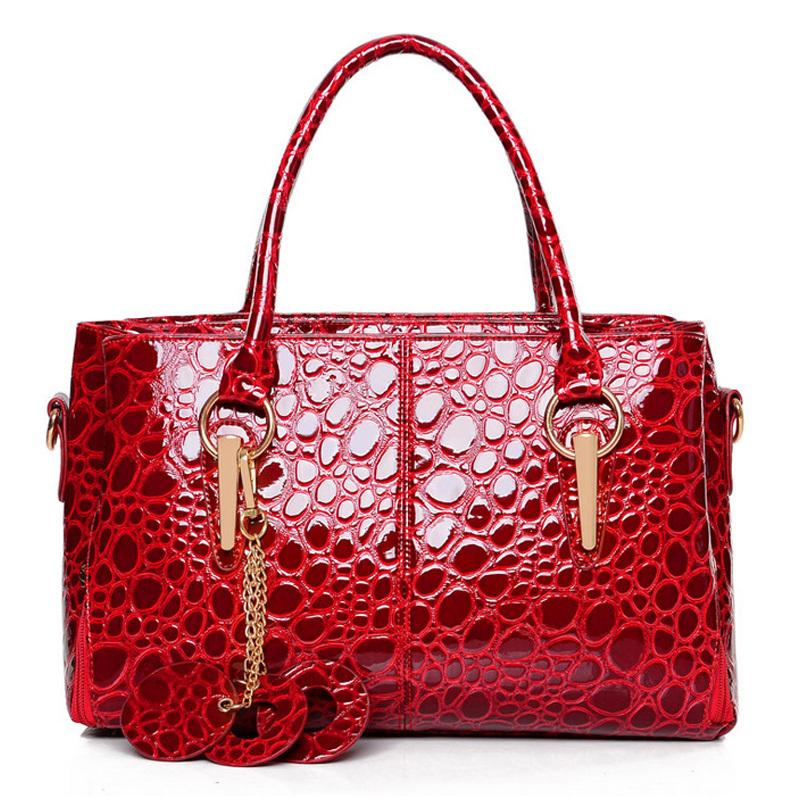 Selling 2015 fashion female bag leather handbag Crocodile grain woman messenger bag quality three interlayer bolsas lady's bag(China (Mainland))