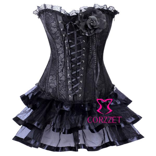 Корсетное платье черного цвета с брошью в виде цветка, декорирован гипюром и стеклярусом.
