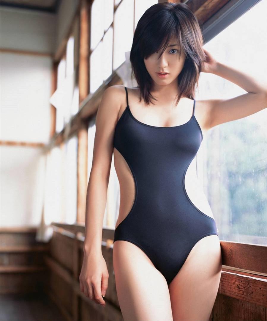 Самые красивые японки в купальниках 8 фотография