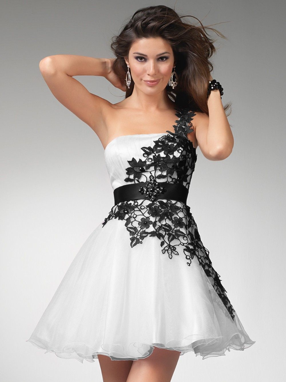 HOMECOMING DRESSES ON SALE - Omenas Benen
