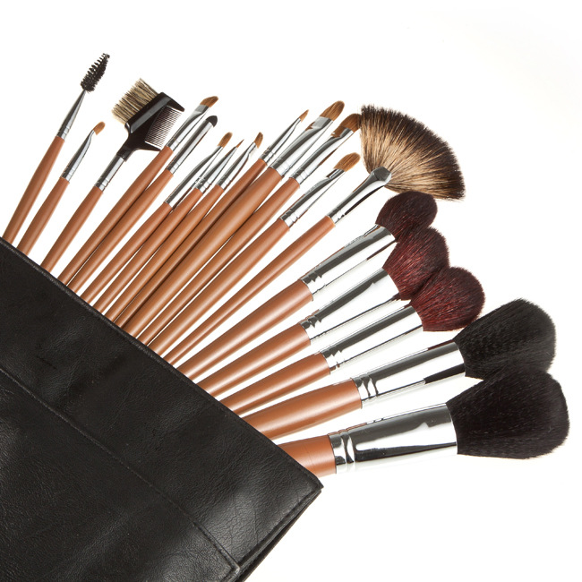 Фотография Top Quality 18 pcs Makeup Brush Set with Black Soft Leather Bag Cosmetics Make up Brushes Beauty Tools