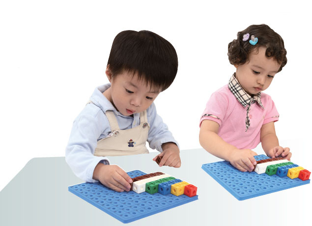 [Gigo science toys]Teaching Aid - CONNECT-A-CUBE(2 CM CUBE) #1017C and CUBE ACTIVITY BOARD #1163 Free Shipping(China (Mainland))