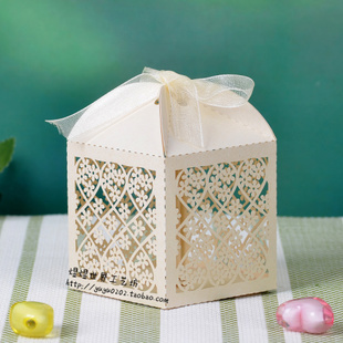 """100pcs 2""""*2""""*3"""" Cute Flower Ivory Wedding Paper Laser Cut Chocolate Candy Favor Box Party Decoration +ivory Ribbon Free Shipping(China (Mainland))"""