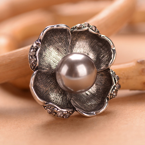 Antique Silver Flower Brooches Jewelry Retro Costume Brooch Accessories For Women(China (Mainland))