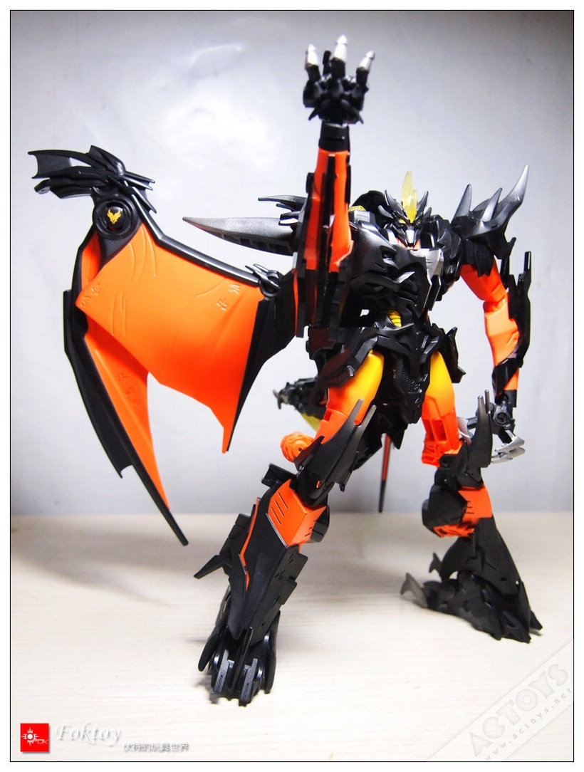Ultra Predaking Beast Hunters Light Effect Class Robot Big Size 25CM Action Figures Classic Toys For Boys Gift With Original Box(China (Mainland))