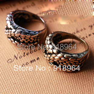 C224 Men Women Vintage Jewelry Punk Rock Snake Python Skin Relief Finger Rings(China (Mainland))