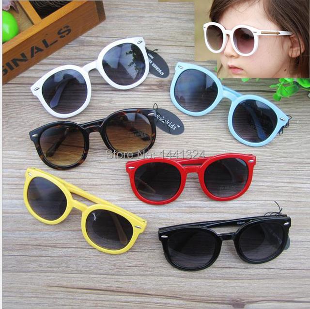 Мода солнцезащитные очки симпатичные черный солнцезащитные очки анти-уф - очки девочка мальчик солнцезащитных очков с золото стрелки