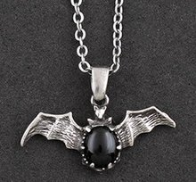 Free Shipping gift Bags Wholesale alloy Crystal Rhine fashion jewelry Gothic Black gem Vampire bat necklace Sweater chain 0133