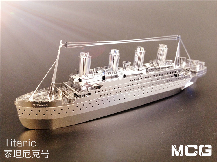 3D three-dimensional jigsaw puzzle diy glue-free all-metal stainless steel assembled model of the Titanic ship models 14cm(China (Mainland))