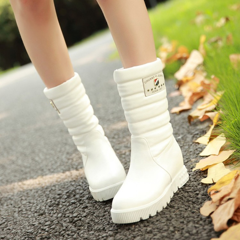 Здесь продается  Sequined Soft Waterproof New Studs Mid Calf Warmth Flat Platform Fashion Cylinder Snow Boots Women Snowboots Insole Increase  Обувь
