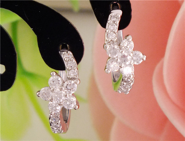 Free Shipping 1pair silver womens Clear CZ Zircon Flower hoop earrings(China (Mainland))