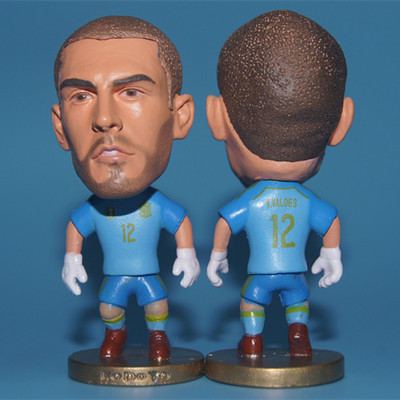 KODOTO soccer star RESIN MATERIAL SIZE 6.5 CM HEIGHT Moving-arm spain 12 Victor Valdes figure red kit(China (Mainland))