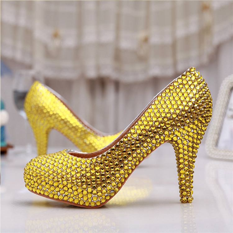 Здесь можно купить  2015 New fashion handmade gold crystal wedding shoes round  toe platform prom high heels dress shoes  bridal dresses shoes  Обувь