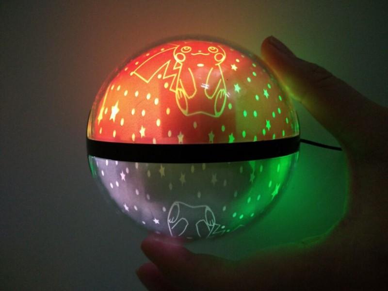 ถูก โปเกมอนธนาคารอำนาจPokeball 10000มิลลิแอมป์ชั่วโมงรุ่นIIIธนาคารพลังงานสากลชาร์จเกมธนาคารที่มีไฟLEDสายUSBฟรีการจัดส่งสินค้า