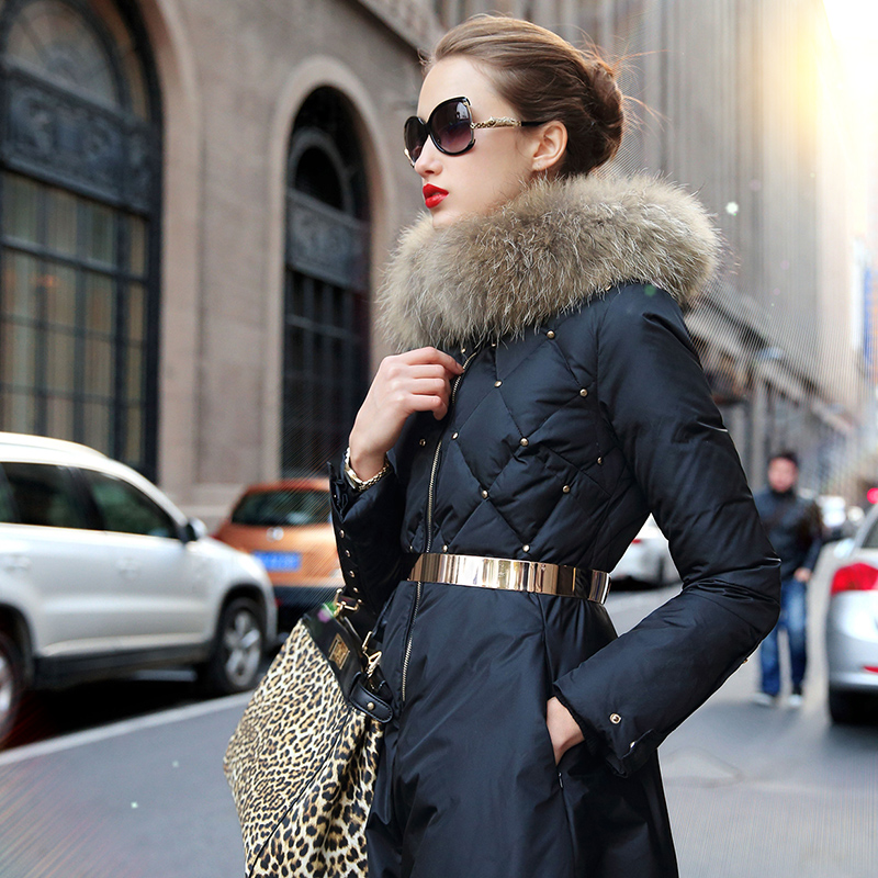 veste d 39 hiver femmes 2014 hiver manteau de duvet de luxe col de fourrure rivet femme moyen long. Black Bedroom Furniture Sets. Home Design Ideas