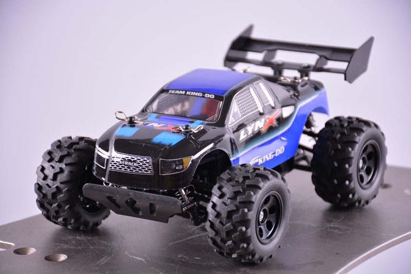 Фотография 4WD 1:24 Electric remote control car High-strength nylon material Powerful moto