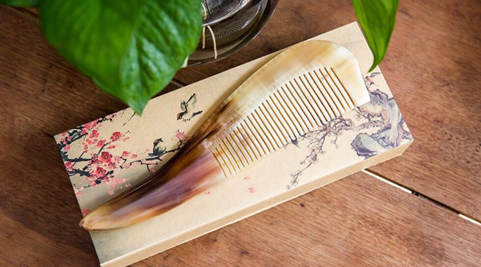 New Mustache Combs Natural Amber Ox Horn Comb Of Hair No Static Health Care Hair Brush Hairdressing Comb J1 cheap