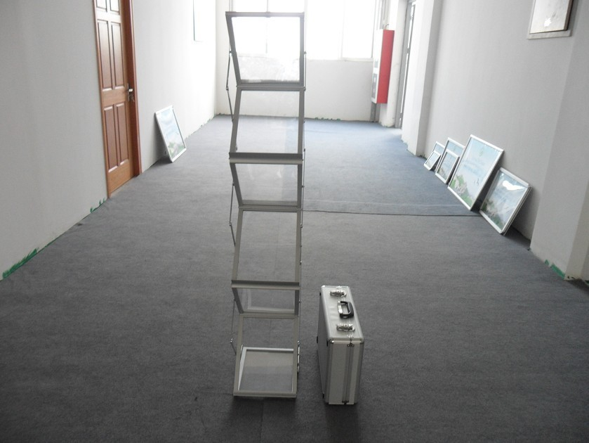 FreeShipping !Z-type Brochure Stands with Nylon bag acrylic display stand portable display shelf(China (Mainland))
