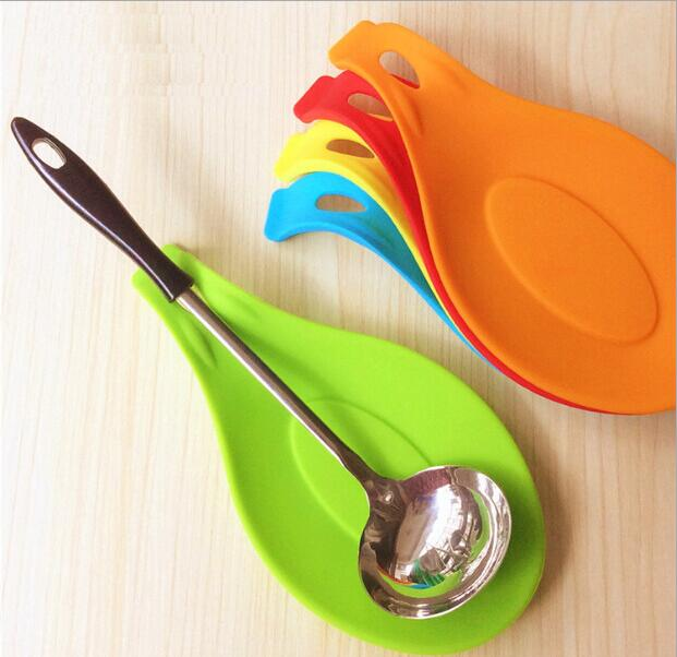 NEW 1Pc Silicone Spoon Insulation Mat Silicone Heat Resistant Placemat Drink Glass Coaster Tray hot sale Spoon Pad Kitchen Tool(China (Mainland))