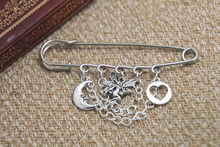 12pcs Shakespeare inspired Midsummer Night's Dream themed charm with chain kilt pin brooch (50mm)