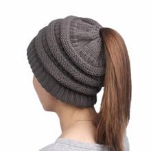 2019 Cola de Caballo Beanie sombreros de invierno para las mujeres de punto de ganchillo Cap sombrero gorros calientes de punto femenino elegante sombrero de moda para mujer(China)
