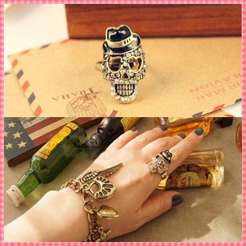 Fashion Skull Rhinestone Decoration Rings