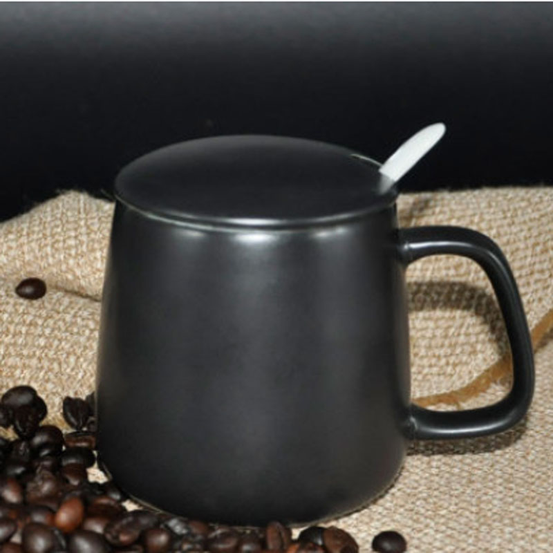 Creative white black ceramic mug with lid and spoon thermocup coffee travel mug thermos coffee mugs ceramic tea infuser mug cups(China (Mainland))
