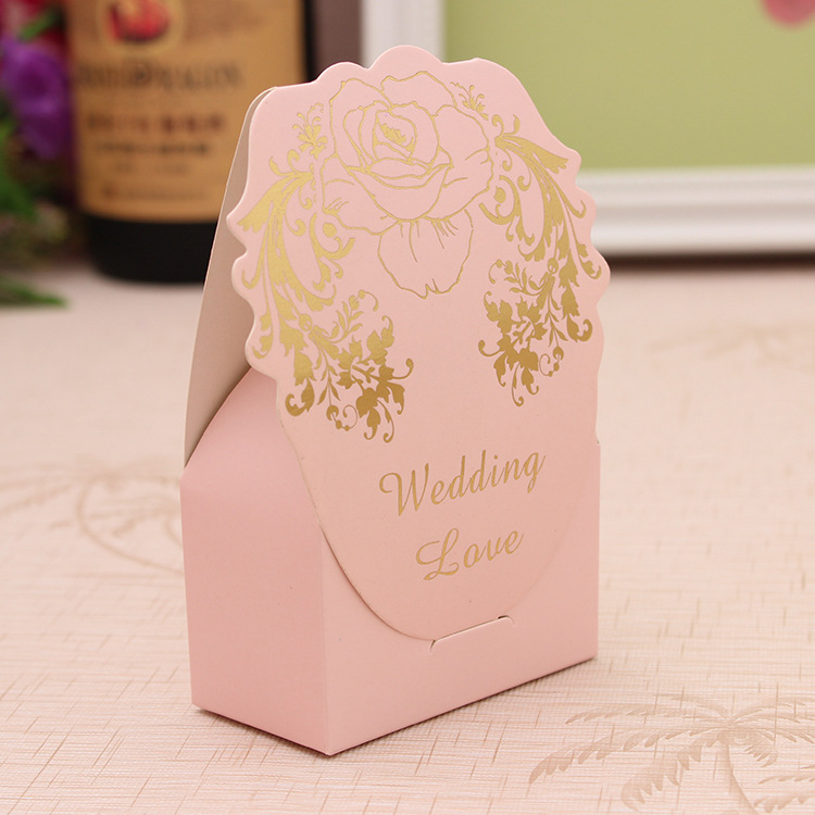 Здесь можно купить  100pcs/lot Chocolate Box Pink/Blue Wedding Candy Box Elegant Wedding Sweet Box Wedding Favors and Gifts Party Favours Supplies  Дом и Сад